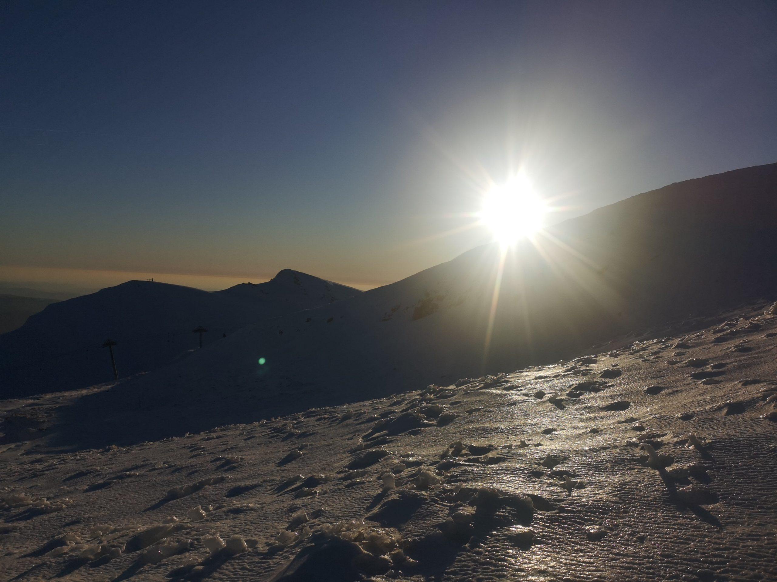 Góry Bucegi w blasku zachodzącego słońca