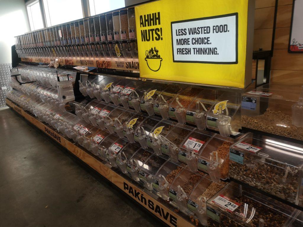 Dyspozytory żywności w nowozelandzkim supermarkecie